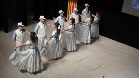 l'Esbart Dansot de Capallades busca balladors i balladores