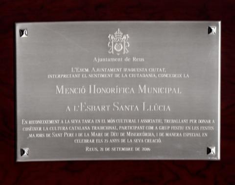 L'Esbart Santa Llúcia rep la Menció Honorífica Municipal